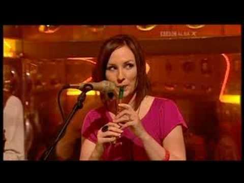 Julie Fowlis - Julie Fowlis and Muireann Nic Amhlaoibh