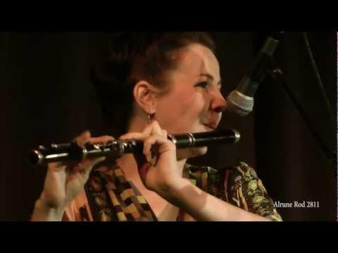 Nuala Kennedy - Footsteps/Julian And Iwonas (2012)