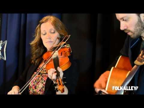 Mary Jane Lamond & Wendy MacIsaac - Folk Alley Sessions:
