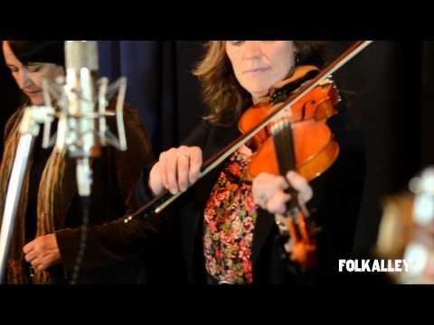 Mary Jane Lamond & Wendy MacIsaac - Folk Alley Sessions