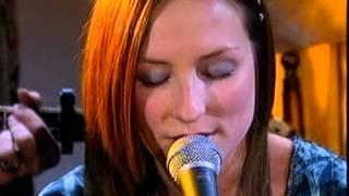 Julie Fowlis - Hug Air a' Bhonaid Mhoir (Scottish Gaelic)