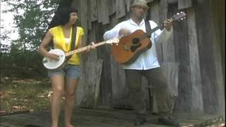 plays Good Time Gal on Deering's new Goodtime Banjo