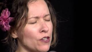 "Low Lily - Folk Alley Sessions: Annalivia ""False Sir John"""